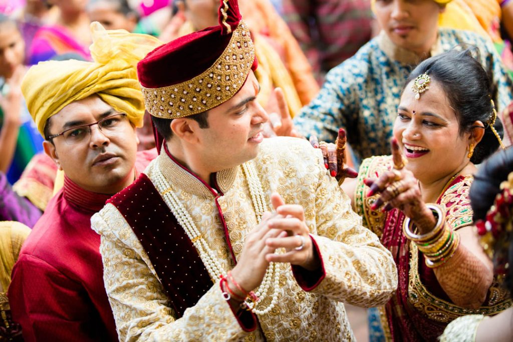 candid-photographs -from-a-gujarati-marathi-wedding-20